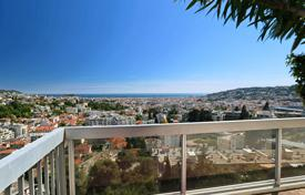 Penthouses for sale in Provence - Alpes - Cote d'Azur. Deluxe penthouse with a large seaview terrace and a garden in a luxurious residence with an elevator and a pool, Gairaut, Nice, France