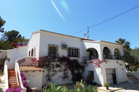 Property for sale in Senija. 4 bedroom villa with private pool and mountain views in Benissa