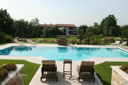 Coastal property for sale in Veneto. Villa - Garda, Veneto, Italy