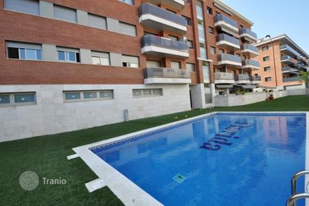 3 bedroom apartments for sale in Costa Brava. Spacious flat in a new residential complex in Lloret de Mar