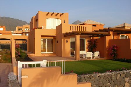 2 bedroom houses for sale in Tenerife. Villa - Adeje, Canary Islands, Spain