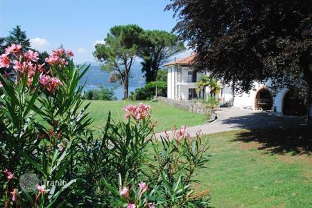4 bedroom houses for sale in Leggiuno. Villa - Leggiuno, Lombardy, Italy