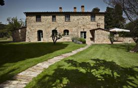 Houses with pools for sale in Italy. Country house for sale in Tuscany, Cetona