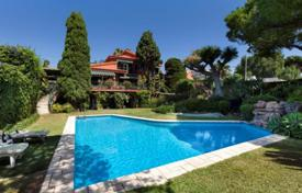 Houses with pools for sale in Benalmadena. Spacious villa with a swimming pool, a landscaped garden, a gym, a garage and a sea view, Benalmadena, Spain