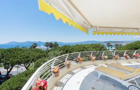 Luxury 2 bedroom apartments for sale in Côte d'Azur (French Riviera). Cannes — Croisette — Spacious apartment