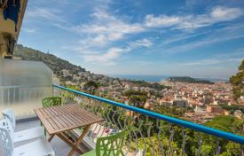 2 bedroom apartments for sale in Côte d'Azur (French Riviera). Top floor 2 bedroom apartment with sea view