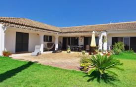 3 bedroom houses for sale in Moncarapacho. Villa, annex and pool boasting 180º sea views next to Moncarapacho