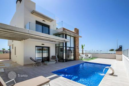 Houses with pools for sale in Cabo Roig. Villa with 3 bedrooms and swimmingpool in Campoamor