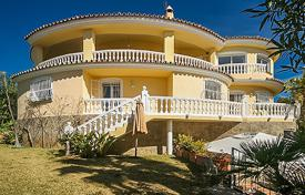 Exclusive three-storey villa in El Rosario, Marbella East, Spain for 1,100,000 €