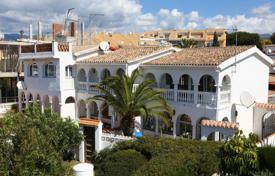 Townhouses for sale in Marbella. Lovely semi-detached house in Costabella only 50 metres away from the sandy beach!