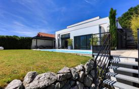 Property for sale in Anglet. Two-level villa with a pool, a garden and mountain views in Anglet, Aquitaine, France