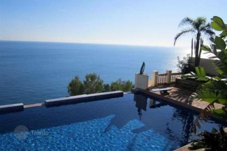 Luxury 5 bedroom houses for sale in Costa Dorada. Villa – Mont-roig del Camp, Catalonia, Spain