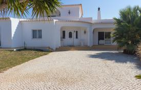 4 bedroom houses for sale in Faro. Spacious 4 bedroom with panoramic countryside and distant seaviews, Carvoeiro