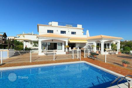 Villas and houses to rent in Portugal. Detached house – Albufeira, Faro, Portugal