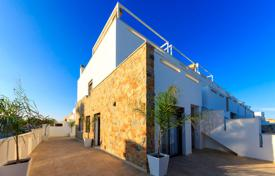 Townhouses for sale in Costa Blanca. 3 bedroom townhouse with solarium in Torrevieja