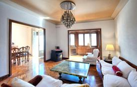 5 bedroom apartments for sale in L'Eixample. The apartment is in the heart of Eixample
