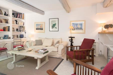 2 bedroom houses for sale in Côte d'Azur (French Riviera). Saint-Tropez — Lovely house