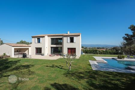6 bedroom houses for sale in Bouches-du-Rhône. Close to Aix-en-Provence — Contemporary house