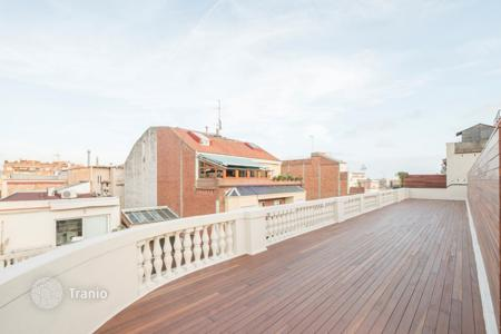 Coastal penthouses for sale in Catalonia. Spacious penthouse with rooftop terrace, in a residential complex with a lift, Sant Gervasi, Barcelona, Spain