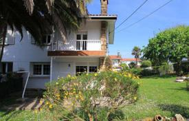 Houses for sale in Basque Country. Stone cottage with a garden, a barbecue ground and a parking space, in a private urbanization with a gym and restaurants, Sondika, La Ola