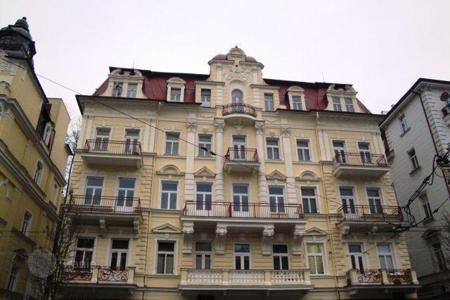 Cheap apartments for sale in the Czech Republic. Two-bedroom renovated apartment in the center of the resort town of Marianske Lazne