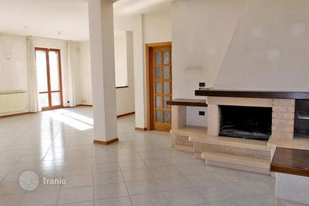 4 bedroom apartments for sale in Castelnuovo Berardenga. Apartment - Castelnuovo Berardenga, Tuscany, Italy