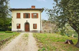 3 bedroom houses for sale in Tuscany. Traditional villa with a swimming pool in Greve in Chianti, Tuscany, Italy