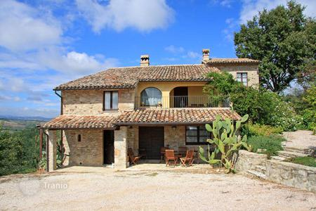 Bank repossessions residential in Southern Europe. Farmhouse for sale in Umbria