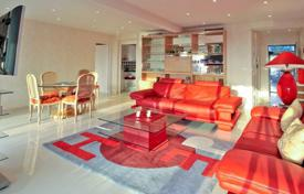 Residential for sale in Villeneuve-Loubet. Spacious beachfront apartment with sea view in Villeneuve-Loubet, Cote d`Azur, France