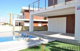 Property for sale in Gran Alacant. Beautiful detached houses featuring 4 bedrooms and private pool in Gran Alacant