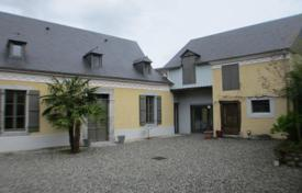 Property for sale in Lourdes. Spacious villa with a patio and an annexe, 5 minutes drive from Lourdes, France
