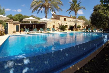 6 bedroom villas and houses to rent in Majorca (Mallorca). Detached house – Majorca (Mallorca), Spain