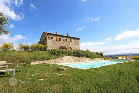 4 bedroom houses for sale in Tuscany. Luxury farmhouse for sale in Val d'Orcia, Tuscany