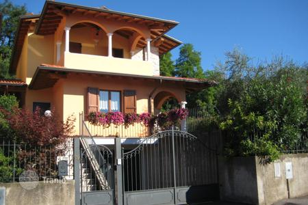 Houses with pools for sale in Salò. Villa - Salò, Lombardy, Italy