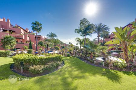 Apartments with pools for sale in Estepona. Excellent Garden-level Apartment in Torre Bermeja, Estepona