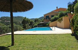 Townhouses for sale in Costa Brava. Three-storey town house with a private garden, in a closed residential complex with a swimming pool, next to a bay in Sa Tuna, Spain