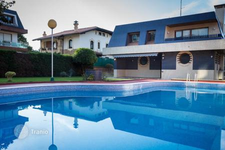 Houses with pools for sale in Basque Country. Spacious villa with a terrace and a swimming pool, Plentzia, Spain