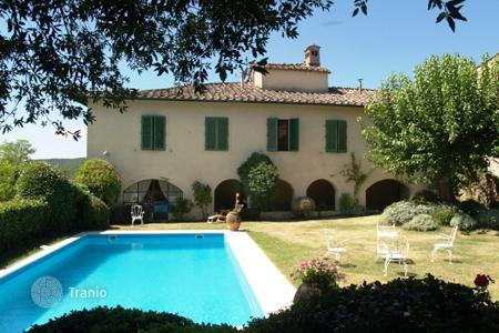 Luxury houses for sale in Siena. Villa – Siena, Tuscany, Italy