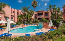 3 bedroom apartments by the sea for sale in Costa del Sol. Three-bedroom penthouse just 300 meters from the beach in Elviria, Andalusia, Spain