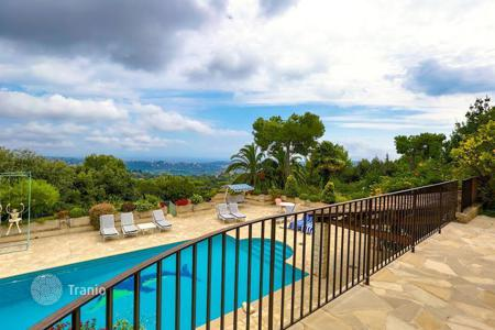 Houses with pools for sale in La Colle-sur-Loup. Exclusive villa with a great location, between La Colle-sur-Loup and Saint Paul de Vence