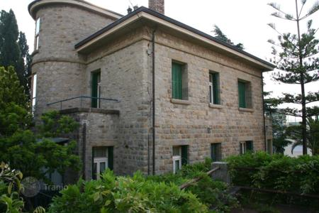 5 bedroom houses for sale in Liguria. Special offer! Villa with garden and sea view in San-Remo at a discounted price!
