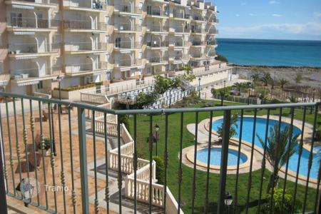 Cheap apartments with pools for sale in El Campello. Urbanization in a quiet bay close to the port de la Merced in Valencia