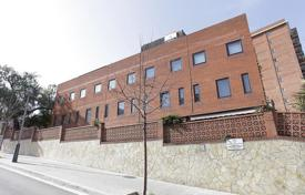 Townhouses for sale in Barcelona. 4-floor townhouse in the prestigious area of Barcelona