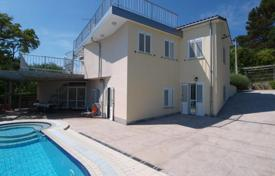 Houses with pools for sale in Obalno-Cabinet. Villa – Obalno-Cabinet, Slovenia