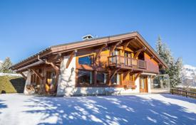 Luxury houses with pools for sale in Auvergne-Rhône-Alpes. Comfortable chalet with a wine cellar and a garden, with panoramic views of the mountains, Megeve, Alpes, France