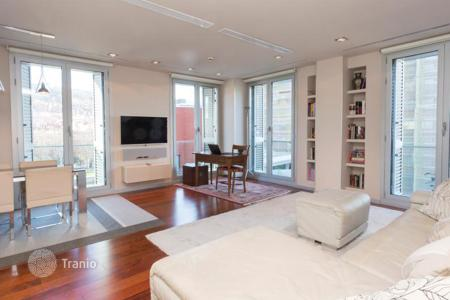 Coastal apartments for sale in Basque Country. Two-bedroom apartment with a river view, Albia, Bilbao, Spain