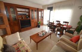Apartments with pools for sale in Valencia. Apartment in a residential complex with a swimming pool, 200 meters from the beach, Benidorm, Spain