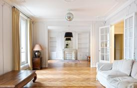 Luxury 4 bedroom apartments for sale in Paris. Paris 7th District – Champ-de-Mars, near the Eiffel Tower