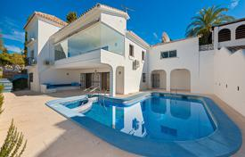Houses with pools for sale in El Paraíso. Delightful Villa in El Paraiso Alto, Estepona