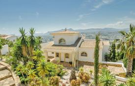 5 bedroom houses for sale in Cumbre. Spacious villa with terraces, gardens and a wellness area in a prestigious area, Cumbre del Sol, Spain
